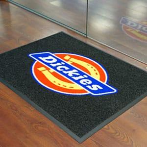 Tapetes tipo alfombra impresos